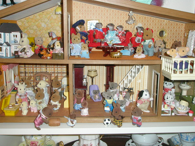Overcrowded 70s house flickr photo sharing for Home styles com