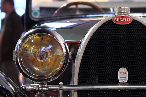 Bugatti Typ 44 Cabriolet headlight and grille