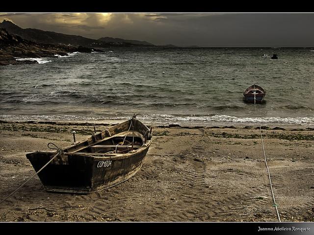 ancorada nalgunha praia