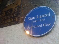 Photo of Stan Laurel blue plaque