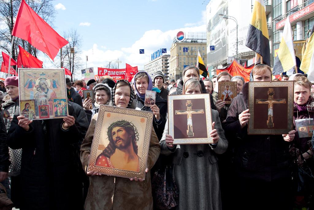 Совместный протест коммунистов и ультра православных против унивесальной электронной карты
