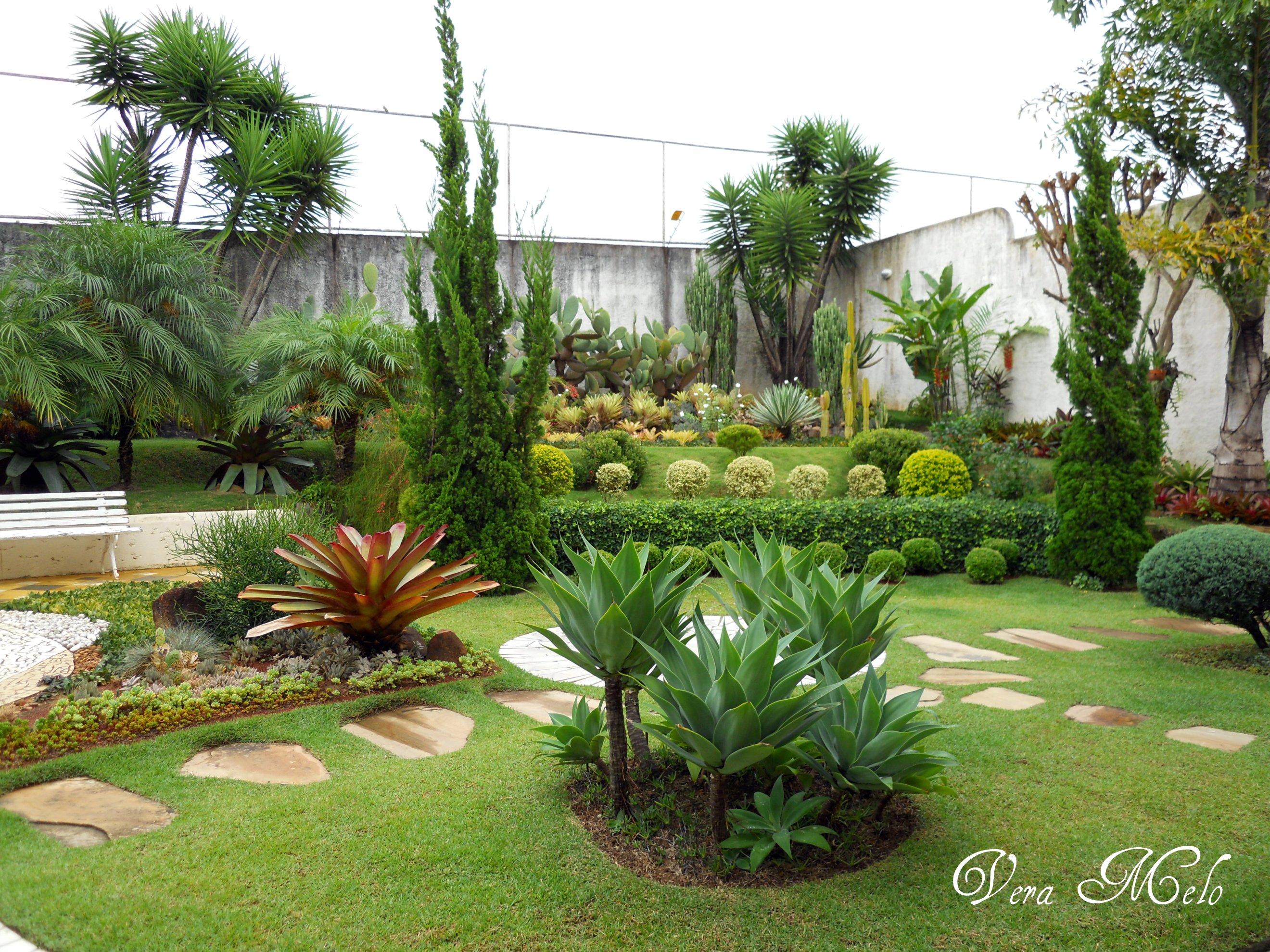 Pin jardins pequenos lindos em pouco espa o pelautscom on - Jardines pequenos de casas ...