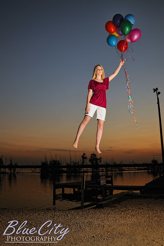 pictures sunset portrait lake water senior docks portraits balloons flying pond texas photographer photos pics tx floating away highschool photographs homeschool lakejackson angleton 2011 brazoria westcolumbia brazoriacounty barxranch baileysprairie bluecityphotography bluecityphotographycom