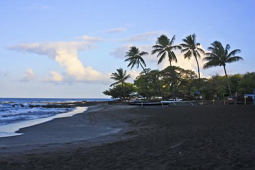 hawaii bigisland konacoast sunrise hookena beach camp camping blacksandbeach palmtree ocean pacific tropics tropical hi islandofhawaii theislandofhawaii blacksand campground