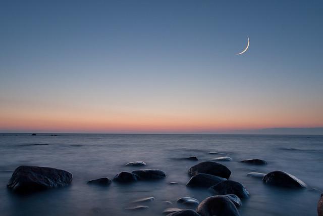 Moon, dusk & seascape 9344