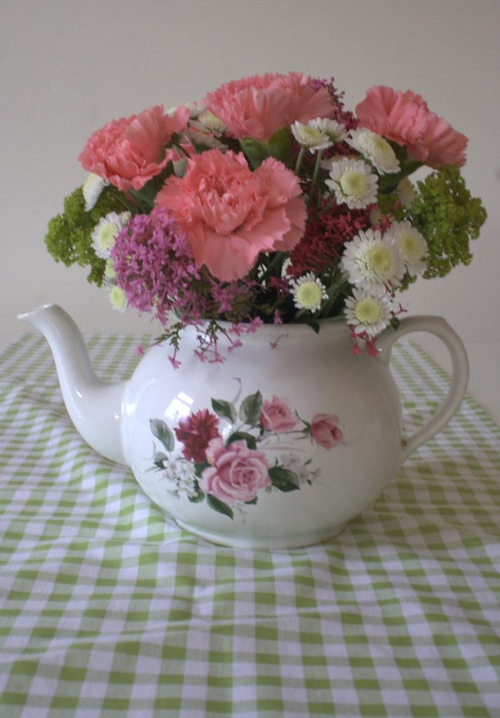 wedding flower teapot