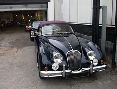 executive car(0.0), mitsuoka viewt(0.0), sports car(0.0), jaguar s-type(0.0), automobile(1.0), daimler 250(1.0), jaguar xk120(1.0), jaguar xk140(1.0), vehicle(1.0), automotive design(1.0), jaguar mark 1(1.0), jaguar xk150(1.0), antique car(1.0), classic car(1.0), vintage car(1.0), land vehicle(1.0), luxury vehicle(1.0),