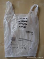 textile(0.0), clothing(0.0), handbag(0.0), tote bag(0.0), bag(1.0), plastic bag(1.0),