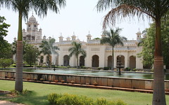 Palm trees, fountains, chhatris, arches