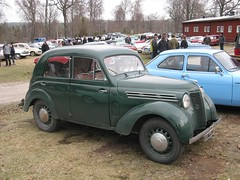 moskvitch 400-420(0.0), austin fx4(0.0), morris minor(0.0), compact car(0.0), automobile(1.0), vehicle(1.0), renault juvaquatre(1.0), mid-size car(1.0), city car(1.0), antique car(1.0), sedan(1.0), classic car(1.0), vintage car(1.0), land vehicle(1.0), motor vehicle(1.0),
