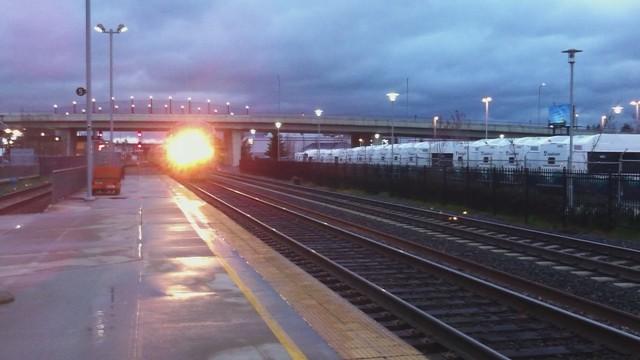 Amtrak Cascades train arrives at Everett Station