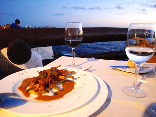 Las rocas restaurant review romance great food on the for Las rocas tenerife