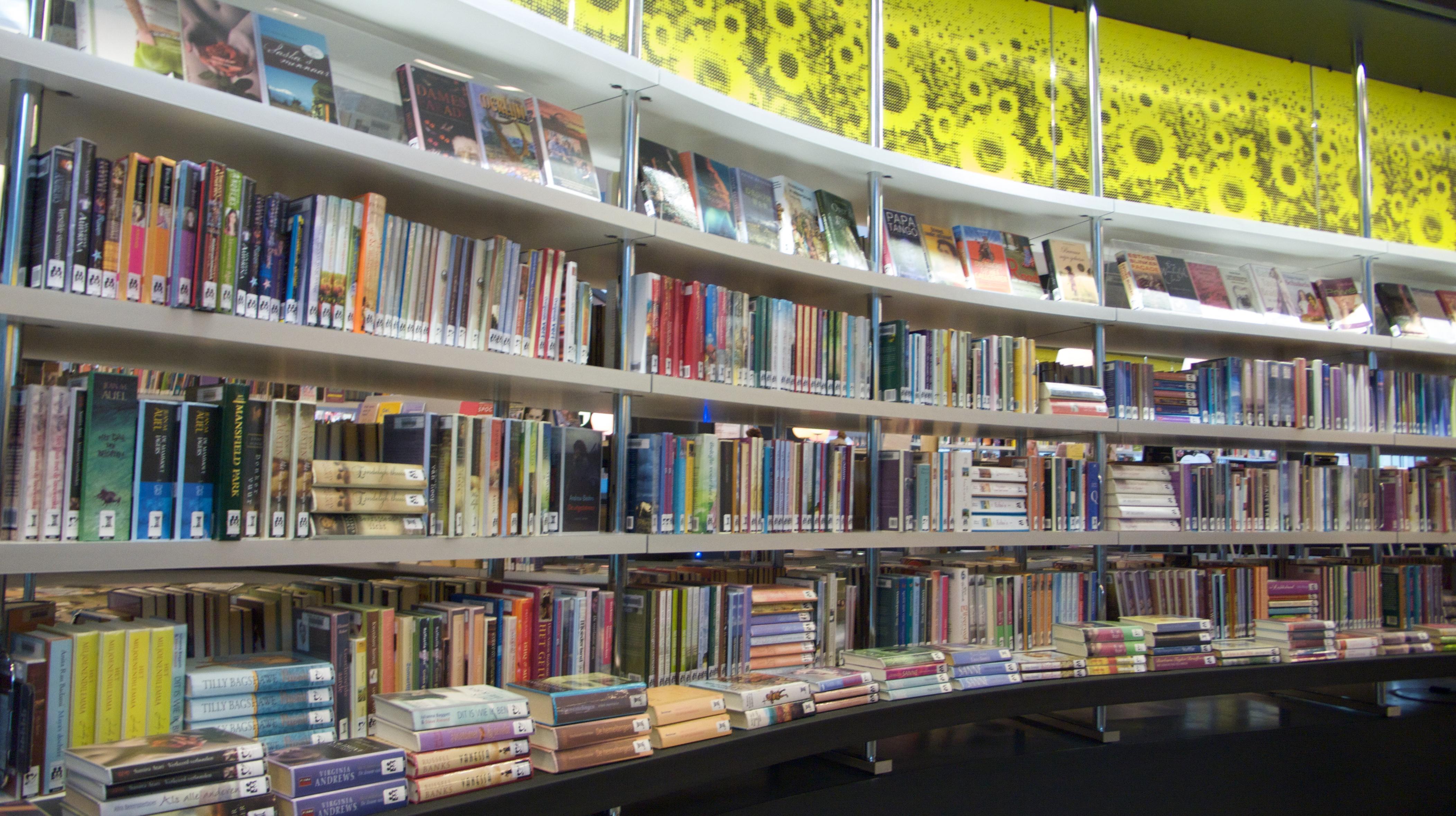 Blauw tapijt boeken kast boeken kasten boekenkast bibliotheek boekenkast ikea billy - Eigentijdse boekenkast ...