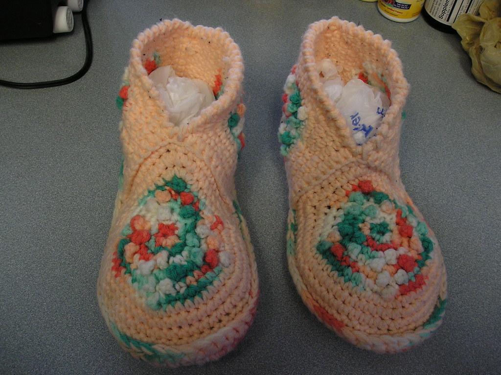 Beginner Crochet Patterns Slippers : CROCHET SLIPPER PATTERNS FOR BEGINNERS. PATTERNS FOR ...