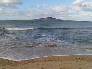Image of Takapuna Beach Beach with a length of 143 meters. newzealand beach beagles