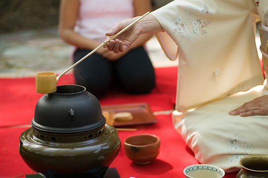 Urasenke tea ceremony. Photo by Jason Gardner.