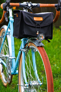 Boulder Bicycle & Acorn bag