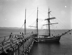 Varemottak ved Andreas Moes Stentøyfabrikk i Ilsvika (ca. 1900)