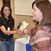 Diana recibiendo reconocimiento por Nearsoft