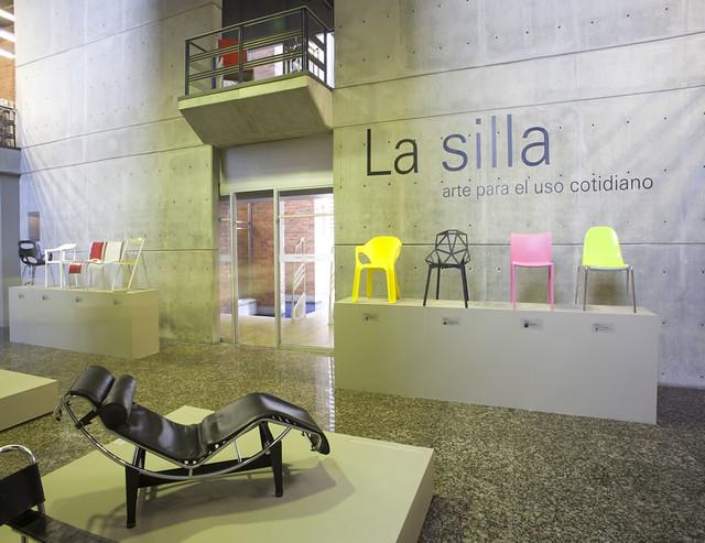 Universidad eafit exposici n la silla arte para el uso for Silla universidad