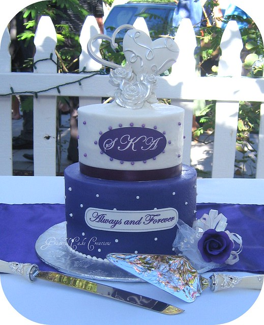 Weiwei\'s blog: Purple and White Wedding Cake For this wedding I ...
