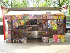 kiosk,newspaper stand,kiosque,quiosco
