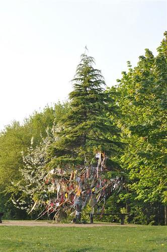 Árbol de los deseos y la paz Willen Lake de Milton Keynes, más que un lago ... un estilo de vida - 5641012364 1b6445e054 - Willen Lake de Milton Keynes, más que un lago … un estilo de vida