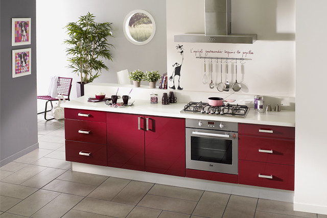 Cuisine quip e rouge mod le design brillant parme for Modele cuisine rouge