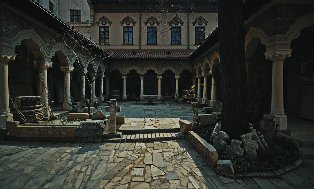 Patio de Stavropoleos, por fusion-of-horizons. Fuente