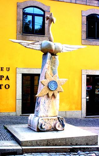 Obra em frente do Museu Serpa Pinto