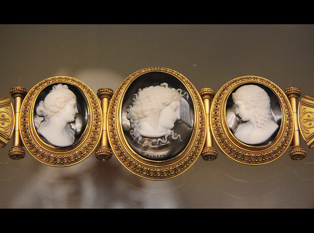 Cameo bracelet, Medusa, signed by T.Saulini, with Venus and Cupid, Rome, about 1860