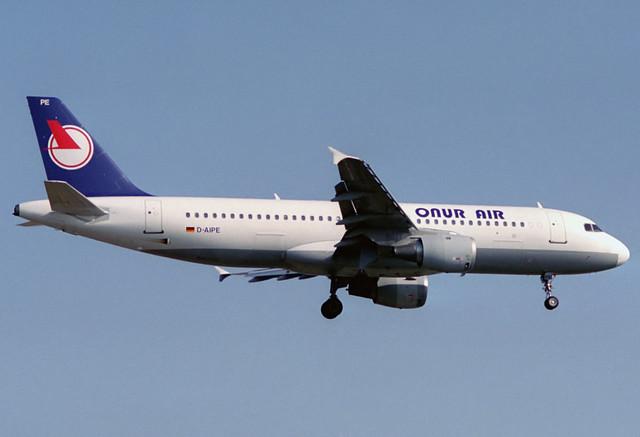 Onur Air A320-211 D-AIPE BCN 09/08/1993