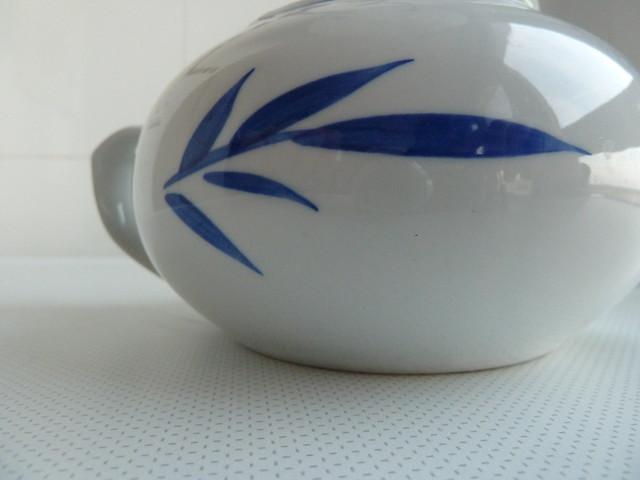 tetera china. hoja de bambú azul - teapot