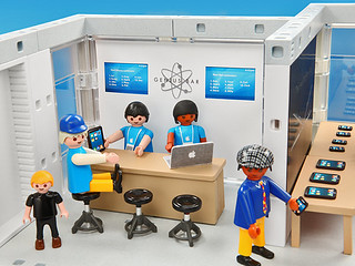 e8bb_playmobil_apple_store_genius_bar