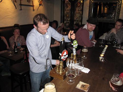Tireuse à bière - © Bert Rostad / Flickr CC.