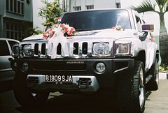 automobile(1.0), automotive exterior(1.0), sport utility vehicle(1.0), vehicle(1.0), hummer h3(1.0), hummer h2(1.0), hummer h3t(1.0), bumper(1.0), land vehicle(1.0), luxury vehicle(1.0), motor vehicle(1.0),