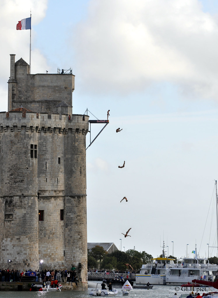 Red Bull Cliff Diving La Rochelle 2011 - Gary Hunt Final Diving