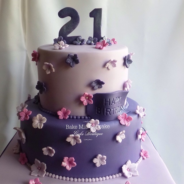 21st Birthday Cake Bakemiacupcake Flickr
