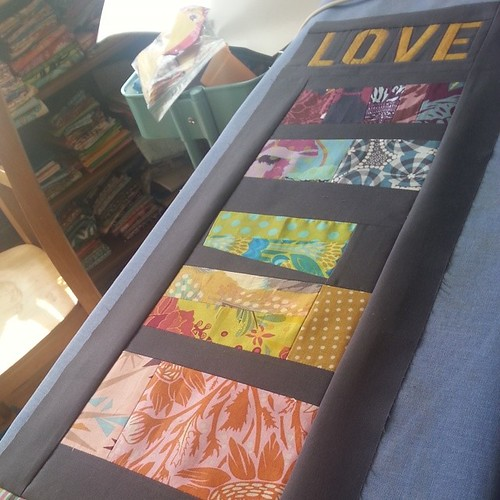 Playing along with #whatsonyourdesignwall ... this guy is on the design ironing board (not even floor space to spare lol)... since this pic was taken its been quilted, but needs some thread burying and binding to happen soon. Wanna play along #chicagomqg