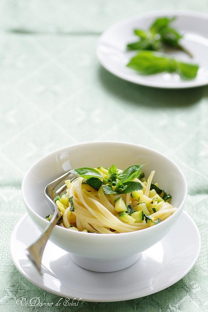 Basil, mint and zucchini linguine