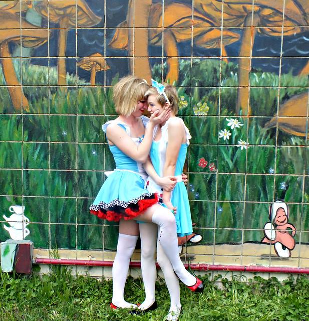 alice in wonderland lesbian