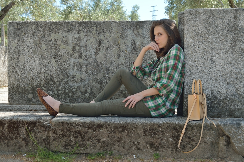lara-vazquez-madlula-blog-style-fashion-look-green-attire-camelbag