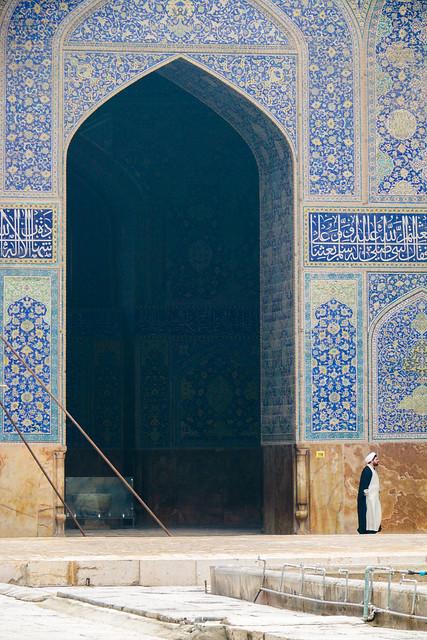 Imam mosque on a misty day, Isfahan, Iran イスファハン、霧でかすんだ王のモスク