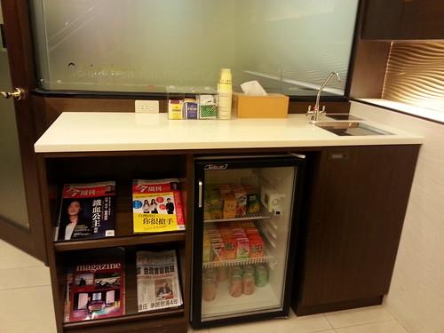 黃經理牙醫診所-人工諮詢植牙 二樓的茶水櫃