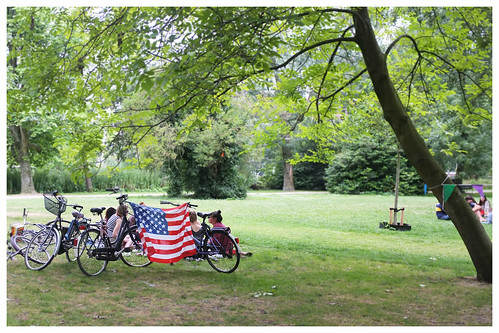 4thJuly_Alex_Flag_on_bikes
