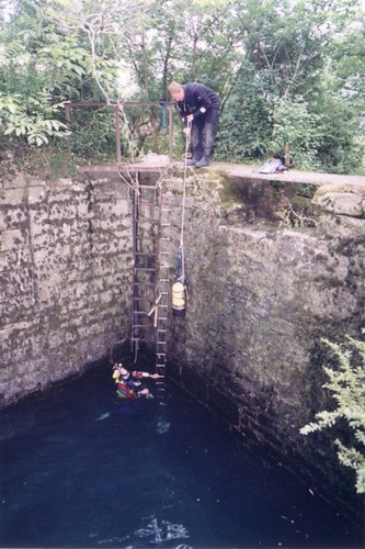 Lowering diving kit into the Source de Landenouse