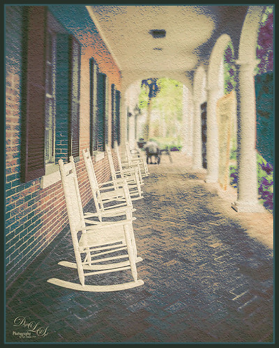 Image of rocking chairs at Stetson University