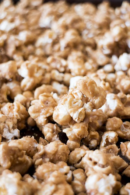 Caramel TWIX Popcorn, perfect for a movie night #snack!
