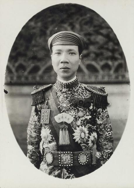 1919 Sa Majesté Khai Dinh, empereur d'Annam (de face)