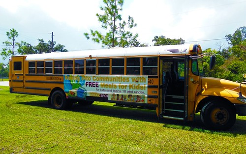 Mobile unit programs in Florida feed thousands of summer meals to children in need.
